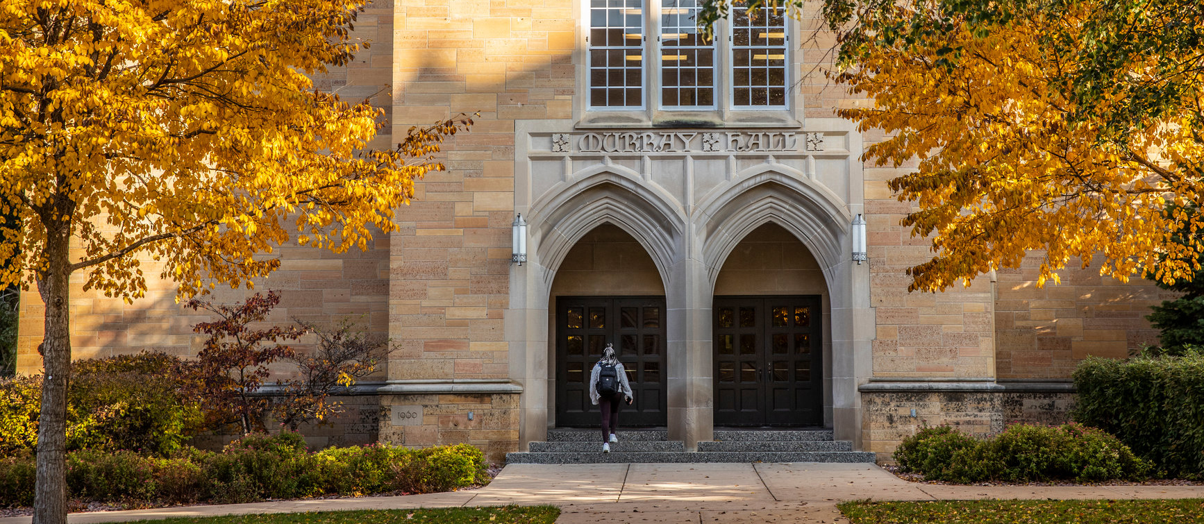 a student walks into Murray Hall during the fall semester